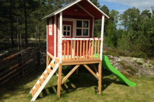 2 Playhouses That Are Perfect Gifts For Kids
